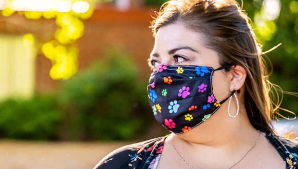 Coronavirus y obesidad - mujer con mascarilla